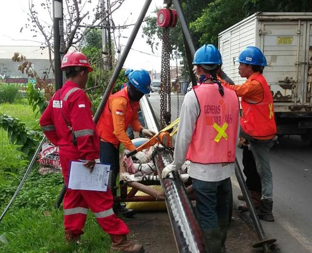 Lowering Pipe Line PT. Delima Anugerah Suplindo